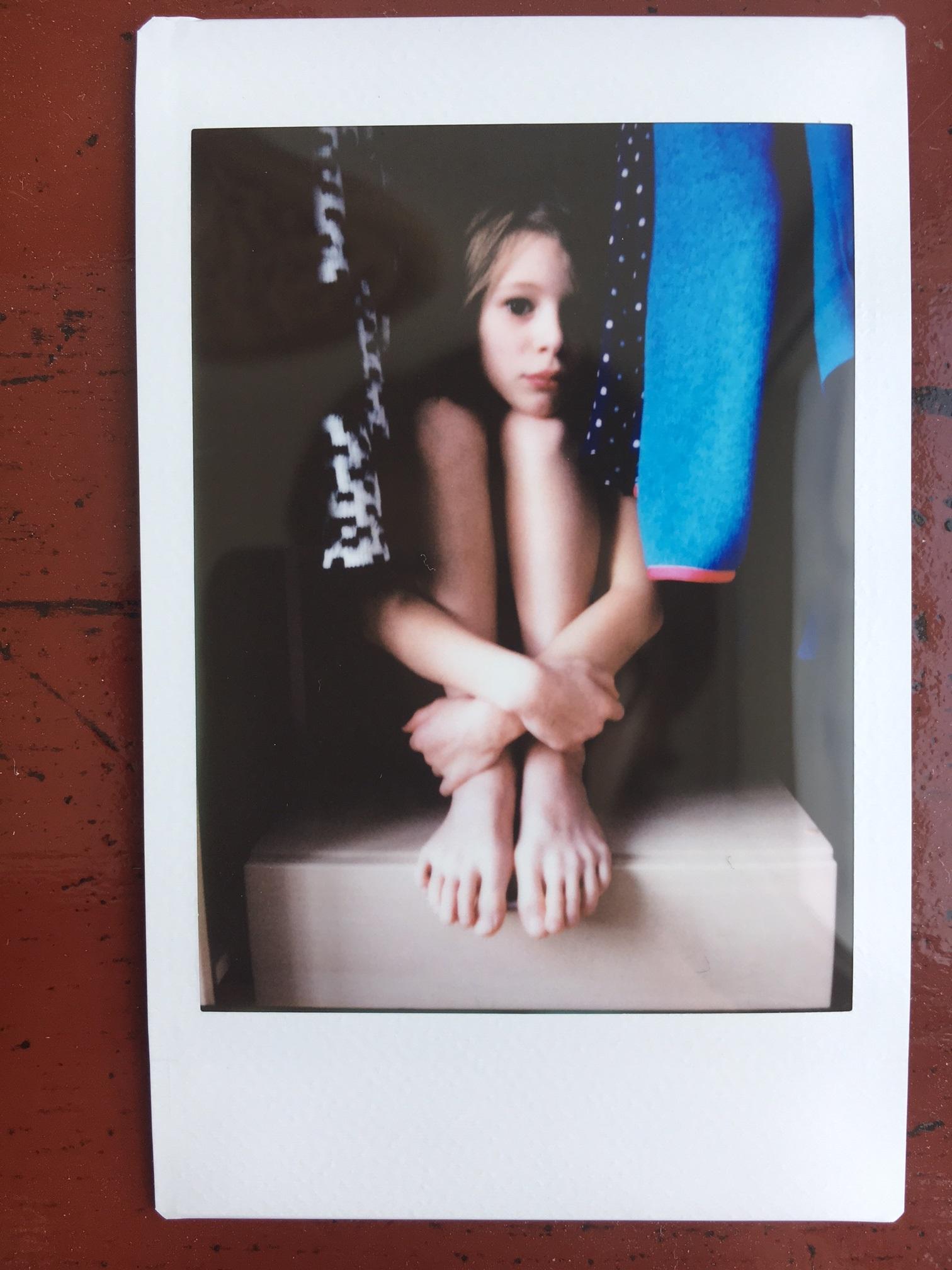 Ella im Schrank