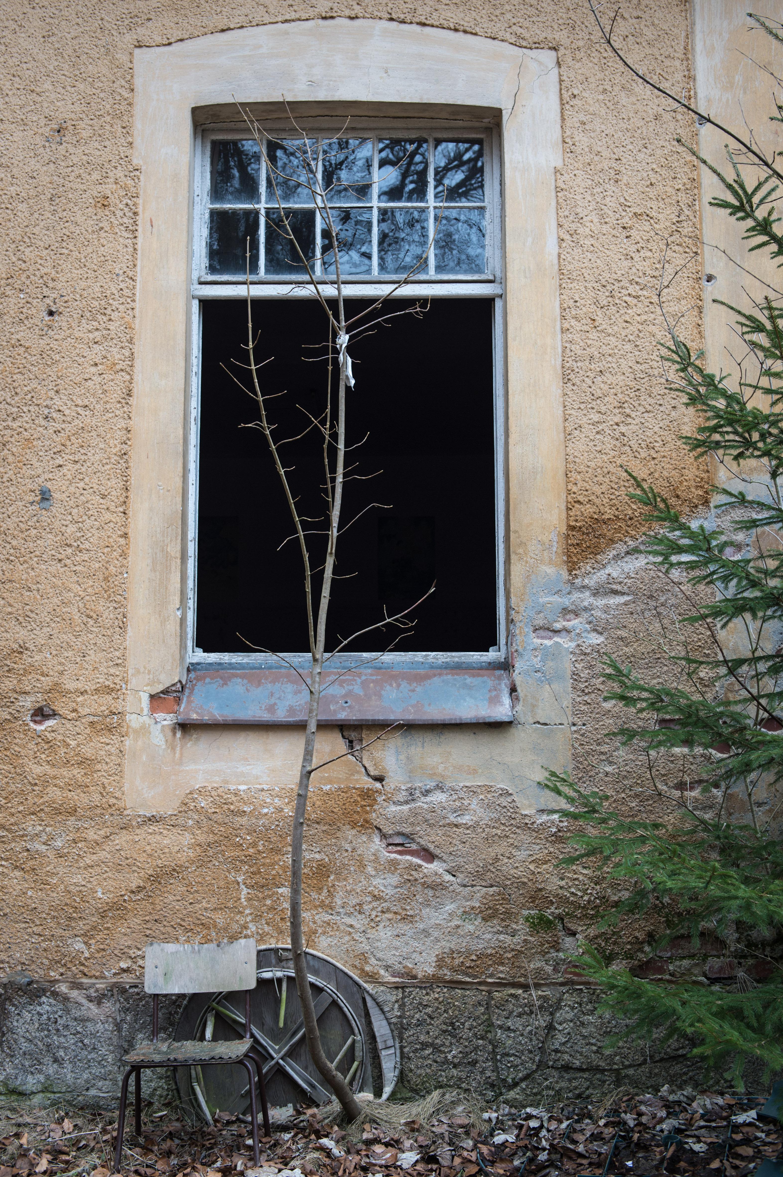 Fenster mit Stuhl